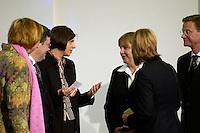 11 JAN 2005, BERLIN/GERMANY:<br /> Claudia Roth, B90/Gruene Bundesvorsitzende, Reinhardt Buetikofer, B90/Gruene Bundesvorsitzender, Katrin Goering-Eckardt, B90/Gruene Fraktionsvorsitzende, Angela Merkel, CDU Bundesvorsitzende, Krsita Sager, B90/Gruene, Fraktionsvorsitzende und Guido Westerwelle, FDP Bundesvorsitzender, (v.L.n.R.), im Gespraech, waehrend dem  Neujahrsempfang des Bundespraesidenten, Schloss Charlottenburg<br /> IMAGE: 20050111-01-007<br /> KEYWORDS: Bundespräsident, Gespräch, Reinhardt Bütikofer, Katrin Göring-Eckardt