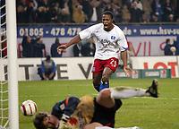 Fotball<br /> Bundesliga Tyskland 2004/05<br /> Hamburger SV v Freiburg<br /> 27. oktober 2004<br /> Foto: Digitalsport<br /> NORWAY ONLY<br /> 4:0 Tor Sergej Barbarez nicht im Bild, Emile Mpenza HSV