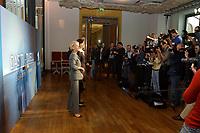 07 AUG 2002, BERLIN/GERMANY:<br /> Sabine Christiansen (blond), ARD TV Moderatorin, und Maybritt Illner (bruenett), ZDF TV Moderatorin, waehrend einem Fototermin zu einer Pressekonferenz von ARD und ZDF zu den bevorstehenden TV Duellen zwischen Kanzler und Unions-Kanzlerkandidat, Museum fuer Kommunikation<br /> IMAGE: 20020807-01-001<br /> KEYWORDS: Fernsehduell, Duell, Wahlkampf, Polit-Talk, Fotograf, Fotografen, Fotojournalisten,