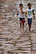 Tiradentes_MG, Brasil...Criancas na rua em Tiradentes, Minas Gerais...The children on the street in Tiradentes, Minas Gerais. ..Foto: BRUNO MAGALHAES /  NITRO