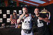 """Dr. Sindsen: Modenschau - Livestream, """"Wir setzen ein Zeichen - Gegen Mobbing, Berlin, 18.07.2020<br /> Eric Sindermann (Dr. Sindsen) und Boxer Björn Schicke<br /> © Torsten Helmke"""