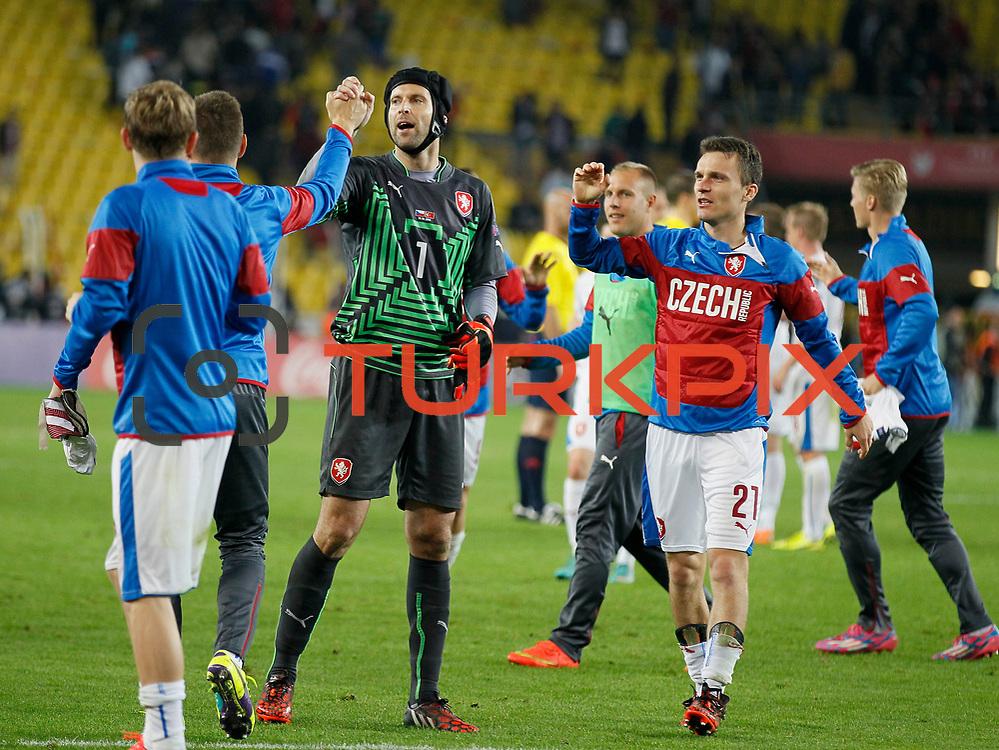 Czech Republic's players celebrate victory during their UEFA Euro 2016 qualification Group A soccer match Turkey betwen Czech Republic at Sukru Saracoglu stadium in Istanbul October 10, 2014. Photo by Aykut AKICI/TURKPIX