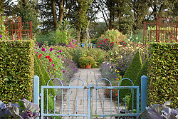 View through the gate into the potager at De Boschhoeve.