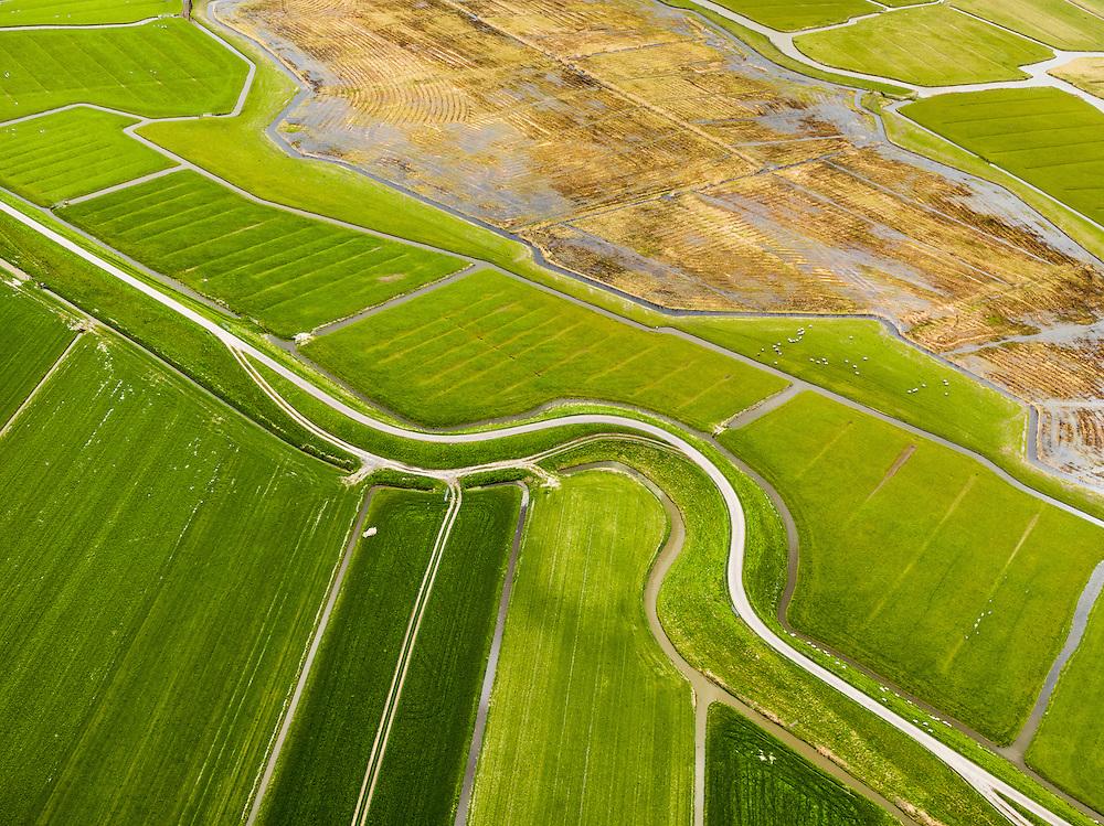 Nederland, Noord-Holland, Gemeente Schagen, 16-04-2012; natuurgebied Schagerwad en  Westfriese Zeedijk, ten noorden van Schagen. Bocht in de dijk is restant van een vroegere dijkdoorbraak. .Westfriese Omringdijk, part of the 'Westfrisian Surrounding Dike'. Breach hole, the bend in the dike is the remnant of a dike breach in the past..luchtfoto (toeslag), aerial photo (additional fee required);.copyright foto/photo Siebe Swart