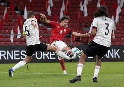 Thomas Delaney (Danmark) afslutter under UEFA Nations League kampen mellem Danmark og Belgien den 5. september 2020 i Parken, København (Foto: Claus Birch).