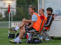 Assistenttrænerne Brian Gellert og Christian Lønstrup omkring cheftræner Benny Gall (FC Helsingør) under træningskampen mellem FC Helsingør og IS Halmia (Sverige) den 24. juli 2012 på Helsingør Stadion (Foto: Claus Birch).