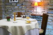 restaurant table le caveau des arches restaurant beaune cote de beaune burgundy france