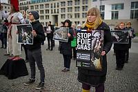 DEU, Deutschland, Germany, Berlin, 26.11.2014: Demonstration der Tierschutzorganisation Animal Equality vor der französischen Botschaft gegen die qualvollen Methoden der Stopfleberproduktion (Foie gras) bei Gänsen in Frankreich.