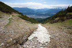 THEMENBILD - durch die Region in und um Innsbruck führen zahlreiche Wanderwege und -routen für alle Zielgruppen. Vom Familienwanderweg bis zu hochalpinen Touren ist für alle Naturbegeisterten etwas dabei. Im Bild ein noch verbliebener Schneefleck // The region in and around Innsbruck lead numerous hiking trails and routes for all target groups. From the family hiking trail to high alpine tours, there is something for all nature enthusiasts. Innsbruck, Austria on2017/05/21. EXPA Pictures © 2017, PhotoCredit: EXPA/ Jakob Gruber