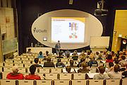 In Delft presenteren de studenten van het HPT het nieuwe ontwerp van de fiets. In september wil het Human Power Team Delft en Amsterdam, dat bestaat uit studenten van de TU Delft en de VU Amsterdam, een poging doen het wereldrecord snelfietsen te verbreken, dat nu op 133 km/h staat tijdens de World Human Powered Speed Challenge.<br /> <br /> With the special recumbent bike the Human Power Team Delft and Amsterdam, consisting of students of the TU Delft and the VU Amsterdam, also wants to set a new world record cycling in September at the World Human Powered Speed Challenge. The current speed record is 133 km/h.