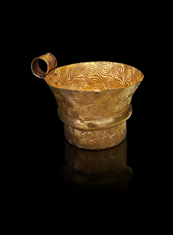 Mycenaean gold cup with spiral decorations, Grave V, Grave Circle A,  Mycenae, Greece. National Archaeological Museum of Athens. An elegant precious gold cup hammered from thick gold to created a simple elegant design. This Mycenaean gold cup demonstrates how advance Mycenaean metalworking was in the 16th century BC. The value of the cup would have been extermely high so must have graced the table of a Mycenaean noble perhaps even a v king. .<br /> <br /> If you prefer to buy from our ALAMY PHOTO LIBRARY  Collection visit : https://www.alamy.com/portfolio/paul-williams-funkystock/mycenaean-art-artefacts.html . Type -   Athens    - into the LOWER SEARCH WITHIN GALLERY box. Refine search by adding background colour, place, museum etc<br /> <br /> Visit our MYCENAEN ART PHOTO COLLECTIONS for more photos to download  as wall art prints https://funkystock.photoshelter.com/gallery-collection/Pictures-Images-of-Ancient-Mycenaean-Art-Artefacts-Archaeology-Sites/C0000xRC5WLQcbhQ
