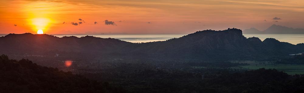 Sunset above Atapupu, pelabuhan Atambua, Kabupaten Belu, Pulau Timor, Nusa Tenggara Timur, Indonesia.