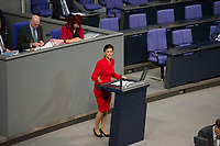 DEU, Deutschland, Germany, Berlin, 26.11.2014: Die stellvertretende Vorsitzende der Bundestagsfraktion von DIE LINKE, Dr. Sahra Wagenknecht, während ihrer Rede anlässlich der Generalaussprache zur Regierungspolitik im Deutschen Bundestag.
