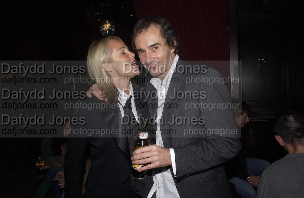 Amanda Elliasch and Bob Carlos Clarke, Bob Carlos Clarke exhibition opening at the Eyestorm Gallery after-party at Noble Rot. 2 November 2004. ONE TIME USE ONLY - DO NOT ARCHIVE  © Copyright Photograph by Dafydd Jones 66 Stockwell Park Rd. London SW9 0DA Tel 020 7733 0108 www.dafjones.com