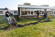Nederland, Herveld, 12-3-2016NL Doet, de Rotary helpt bij het opknappen van basisschool Clara Fabricius.FOTO: FLIP FRANSSEN