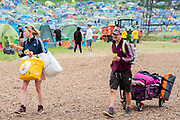 Pilton, Somerset, UK. 29th June 2019. Sunday morning and people begin to head off or to load their cars for a quick getaway later - The 2019 Glastonbury Festival, Worthy Farm. Glastonbury.