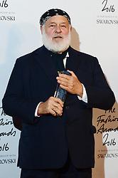 Bruce Webber, Winner of the Isabella Blow award for Fashion Creator bei den Fashion Awards 2016 in der Royal Albert Hall in London / 051216<br /> <br /> ***Fashion Awards 2016 in London, Britain, Dec. 5th, 2016.***