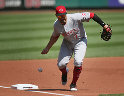 September 14, 2017 - St Louis, MO, USA - Cincinnati Reds third baseman Eugenio Suarez fails to barehand a ground ball by the St. Louis Cardinals' Jose Martinez in the first inning on Thursday, Sept. 14, 2017, at Busch Stadium in St. Louis. The Cards won, 5-2. (Credit Image: © Chris Lee/TNS via ZUMA Wire)