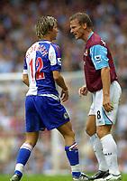 Fotball<br /> England 2005/2006<br /> Foto: Colorsport/Digitalsport<br /> NORWAY ONLY<br /> <br /> Teddy Sheringham (WHU) makes his point to Morten Gamst Pedersen. West Ham United v Blackburn Rovers.