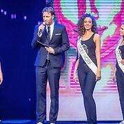NLD/Hilversum/20160926 - Finale Miss Nederland 2016, Victor Brand in gesprek met Missen Charlotte Zoey Ivory en Jessica