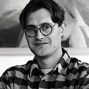 NLD/Huizen/19940905 - Kunstenaar Pieter Hogenbirk van Galerie de Rokerij Huizen