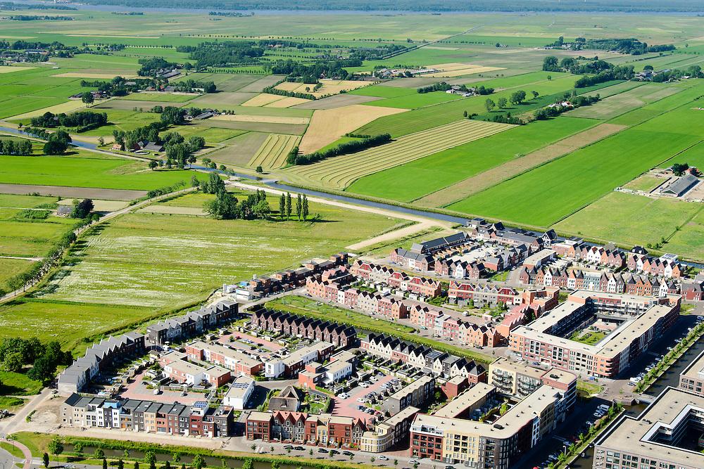 Nederland, Utrecht, Amersfoort, 9-06-2016; de wijk Vathorst, deelplan De Laak. Het stedenbouwkundig plan is van de stedebouwkundigen van West8 met Adriaan Geuze. Grachtenstad. De nieuwe wijk grenst aan de polders tussen Bunschoten-Spakenburg en Nijkerk..<br /> New housing district Vathorst in Amersfoort, the urban plan of this Canal City, is based on canals with canal house-style houses. Developed by the urban development agency West8, Adriaan Geuze.<br /> <br /> luchtfoto (toeslag op standard tarieven);<br /> aerial photo (additional fee required);<br /> copyright foto/photo Siebe Swart