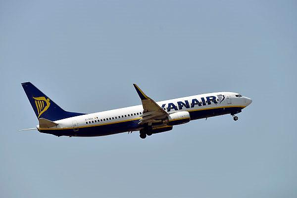 Nederland, Eindhoven, 23-7-2014Een vliegtuig, Boeing 737, van Ryanair stijgt op vanaf vliegveld Eindhoven.FOTO: FLIP FRANSSEN/ HOLLANDSE HOOGTE