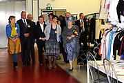 Streekbezoek Koningin Beatrix aan Flevoland.<br /> <br />  De koningin op het Modelab van de Creative Campus in Almer