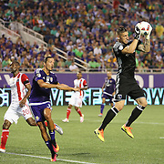 ORLANDO, FL - JUNE 18:  David Bingham #1 of San Jose Earthquakes makes a save during an MLS soccer match between the San Jose Earthquakes and the Orlando City SC at Camping World Stadium on June 18, 2016 in Orlando, Florida. (Photo by Alex Menendez/Getty Images) *** Local Caption *** David Bingham