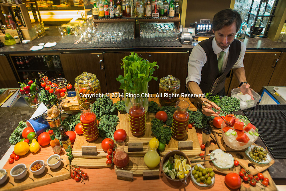 LOS ANGELESE, CA - MAY 25, 2014:  Bartender Ryan Burney places ice cubes at the Four Seasons hotel's Sunday brunch Bloody Mary bar. (Photo by Ringo H.W. Chiu / For The Times)(Photo by Ringo Chiu/PHOTOFORMULA.com)