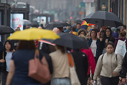 © Licensed to London News Pictures.  09/09/2021. Edinburgh, Scotland. People take shelter from the rain underneath umbrellas at Princes Street in Edinburgh. Scotland is currently the Covid capital of the UK with 17 out of 20 hotspots north of the border. Photo credit: Marcin Nowak/LNP