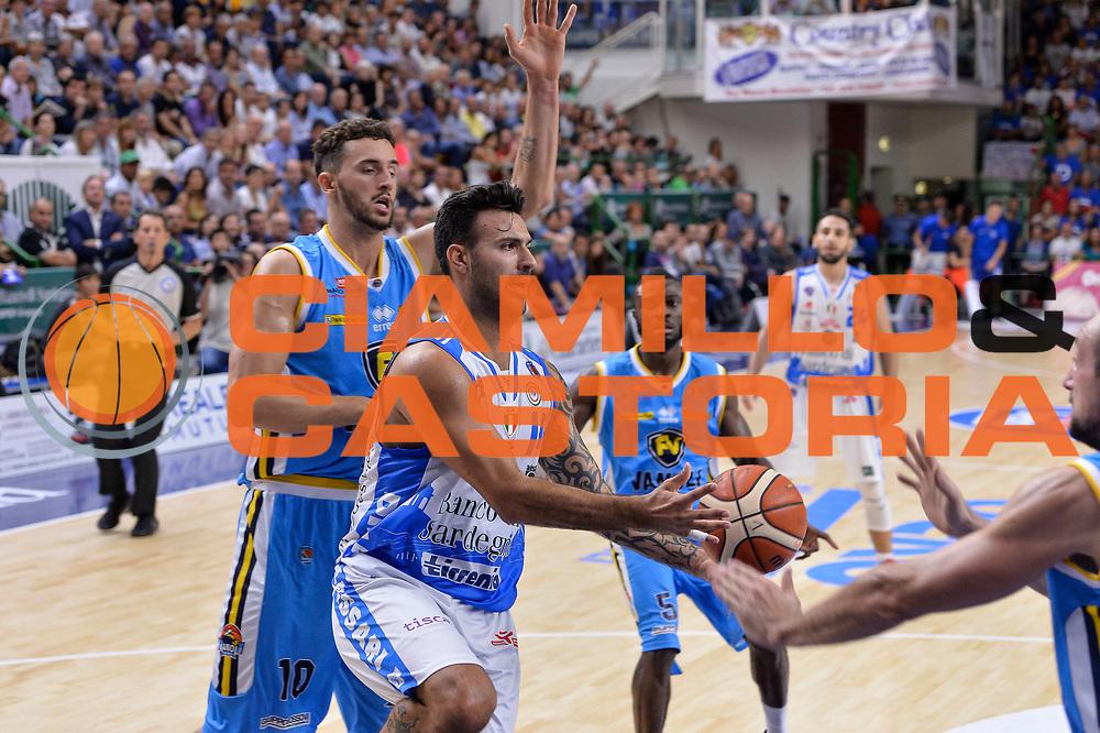 DESCRIZIONE : Beko Legabasket Serie A 2015- 2016 Dinamo Banco di Sardegna Sassari -Vanoli Cremona<br /> GIOCATORE : Brian Sacchetti<br /> CATEGORIA : Passaggio Penetrazione<br /> SQUADRA : Dinamo Banco di Sardegna Sassari<br /> EVENTO : Beko Legabasket Serie A 2015-2016<br /> GARA : Dinamo Banco di Sardegna Sassari - Vanoli Cremona<br /> DATA : 04/10/2015<br /> SPORT : Pallacanestro <br /> AUTORE : Agenzia Ciamillo-Castoria/L.Canu
