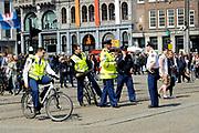 In Amsterdam worden de laatste voorbereidingen getroffen voor de troonswisseling op 30 april. <br /> <br /> The final preparations for the crowning on April 30, in Amsterdam.<br /> <br /> Op de foto / On the photo: Politie / Police