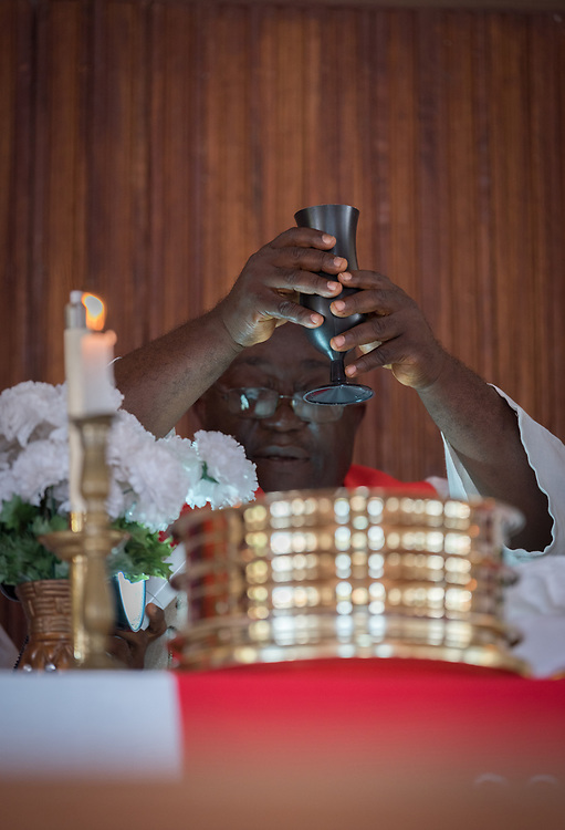 3 November 2019, Monrovia, Liberia: Rev. Jesse King presides over Holy Communion during Sunday service at Saint Andrew Lutheran Parish in Monrovia. Part of the Lutheran Church in Liberia, the parish gathers some 220 members for prayer each week.