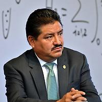 Toluca, México.- Gustavo Michua y Michua lider de la sección 17 del SNTE  durante la firma de convenio de colaboración entre el GEM y BANSEFI, primero en su tipo signado por un estado en el país, que tiene como finalidad establecer el Programa de Refinanciamiento de Créditos para Trabajadores de la Educación. Agencia MVT / José Hernández