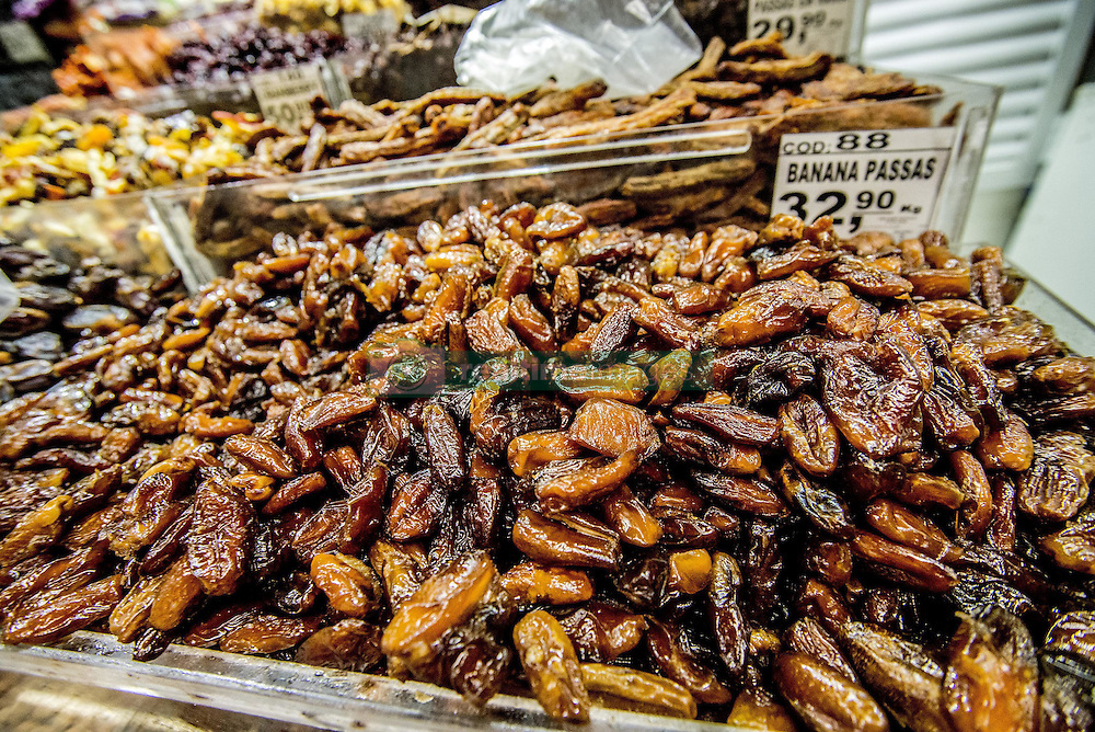 December 11, 2016 - Sao Paulo, Sao Paulo, Brazil - Dates at the Municipal Market (Mercadao), in Sao Paulo, Brazil on 11 December 2016. In addition to the items of vegetables, butcher, fishmonger and emporium (national and imported) gathered in a single space, also has restaurants and snack bars that offer chips with the city's face. (Credit Image: © Cris Faga/NurPhoto via ZUMA Press)