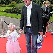 NLD/Kaatsheuvel/20111009 - Premiere Droomvlucht, Rens Muller en dochtertje