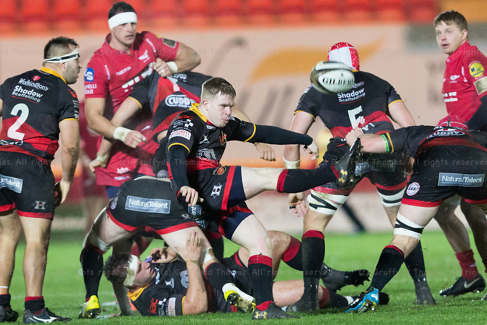 Parc y Scarlets, Llanelli, Wales, UK. Friday 5 January 2018.  Dragons scrum half Dan Babos kicks in the Guinness Pro14 match between Scarlets and Newport Gwent Dragons.