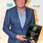 NLD/Utrecht/20181001 - Buma NL Awards 2018, Tom Peters neemt de industry award in ontvangst