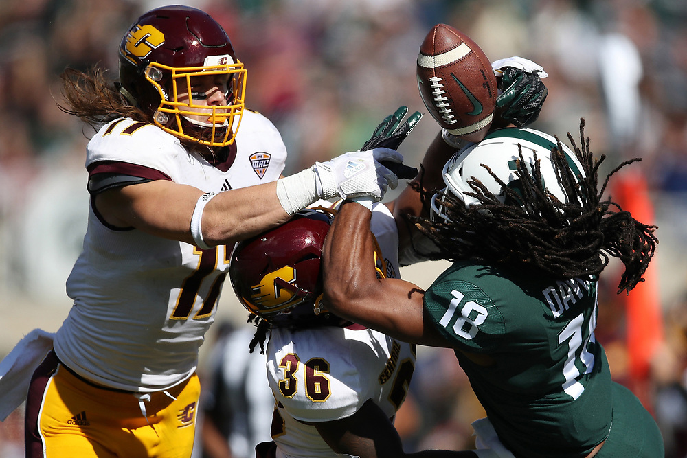 EAST LANSING, MI - SEPTEMBER 29: Felton Davis III #18 of the Michigan State Spartans tries to come up with a first half pass next to Tyjuan Swain #36 of the Central Michigan Chippewas at Spartan Stadium on September 29, 2018 in East Lansing, Michigan. (Photo by Gregory Shamus/Getty Images)