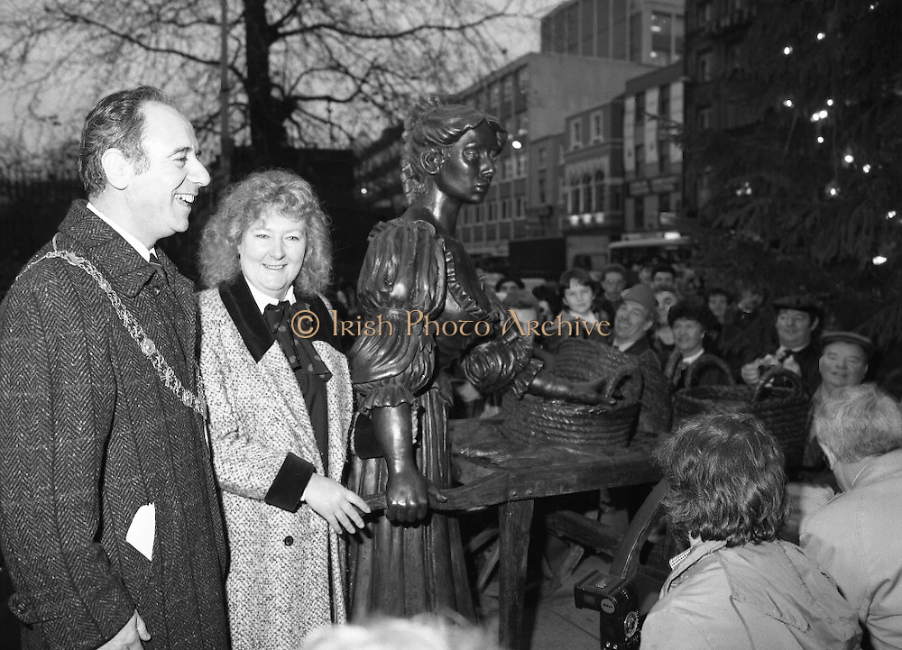 """Molly Malone Statue Unveiled. (R93)..1988..20.12.1988..12.20.1988..20th December 1988..""""Dublin's Fair City"""" received a millenniun gift to commemorate her most famous daughter, Molly Malone, when Jurys Hotel Group plc presented a specially commissioned sculpture to the people of Dublin. The sculpture was formally handed over by Michael McCarthy, MD,Jurys Hotel Group, to the Lord Mayor of Dublin, Councillor Ben Briscoe, TD, in an unveiling ceremony today at the corner of Grafton Street, Suffolk Street and Nassau Street..Molly Malone was created and fashioned in her traditional 17th century dress by Dublin born artist, Jeanne Rynhart, who was selected from a number of entries for the statue design, by the Dublin Millennium Board...Image shows Lord Mayor, Ben Briscoe and artist Jeanne Rynhart with her depiction of Molly Malone."""