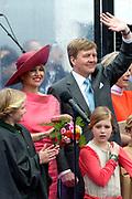 Koningsdag in Dordrecht / Kingsday in Dordrecht<br /> <br /> Op de foto / On the photo: <br /> <br />  Koning Willem-Alexander en Koningin Maxima met hun dochters, Prinses Amalia , Prinses Alexia en Prinses Ariane wonen de afluiting van koningsdag bij op het  Statenplein<br /> <br /> King Willem-Alexander and Queen Maxima with their daughters, Amalia, Princess Alexia and Princess Ariane attend the closure of Kings Day