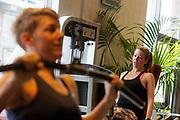 In Amsterdam trainen Iris Slappendel (links) en Aniek Rooderkerken op de VU. In september wil het Human Power Team Delft en Amsterdam, dat bestaat uit studenten van de TU Delft en de VU Amsterdam, tijdens de World Human Powered Speed Challenge in Nevada een poging doen het wereldrecord snelfietsen voor vrouwen te verbreken met de VeloX 7, een gestroomlijnde ligfiets. Het record is met 121,44 km/h sinds 2009 in handen van de Francaise Barbara Buatois. De Canadees Todd Reichert is de snelste man met 144,17 km/h sinds 2016.<br /> <br /> With the VeloX 7, a special recumbent bike, the Human Power Team Delft and Amsterdam, consisting of students of the TU Delft and the VU Amsterdam, also wants to set a new woman's world record cycling in September at the World Human Powered Speed Challenge in Nevada. The current speed record is 121,44 km/h, set in 2009 by Barbara Buatois. The fastest man is Todd Reichert with 144,17 km/h.
