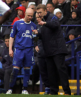 Photo: Paul Thomas.<br /> Bolton Wanderers v Everton. The Barclays Premiership. 09/04/2007.<br /> <br /> Manager David Moyles (R) of Everton talks to team member Andy Johnson.
