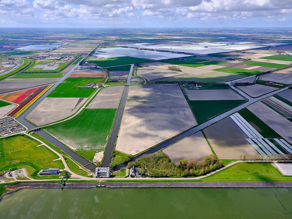Nederland, Noord-Holland, gemeente Hollands Kroon, 07-05-2021; Wieringerwerf, Gemaal de Lely met zicht op Agriport A7 en de Wieringermeerpolder<br /> Wieringerwerf, Pumping station de Lely with a view polder Wieringermeer.<br /> luchtfoto (toeslag op standard tarieven);<br /> aerial photo (additional fee required)<br /> copyright © 2021 foto/photo Siebe Swart