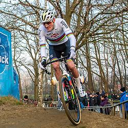 01-01-2020: Wielrennen: DVV veldrijden: Baal<br />Mathieu van der Poel pakt de winst in de eerste cross van 2020 in Baal