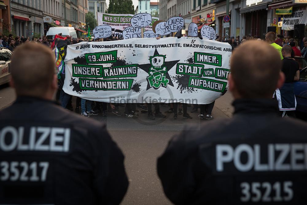 Berlin, Germany - 24.06.2017<br /> <br /> Demonstration against the announced police eviction of the left neighborhood center Friedel54 in Berlin-Neukoelln. <br /> <br /> Demonstration gegen die angekuendigte Raeumung des linken Projektladens Friedel54. Raeumungstermin fuer das seit 13 Jahren bestehende Projekt aus Berlin-Neukoelln ist der 29.06.2017.<br /> <br /> Photo: Bjoern Kietzmann