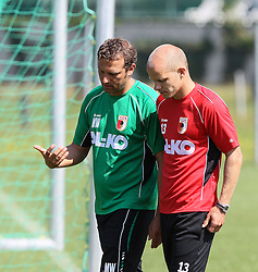 19.07.2013, Trainingsplatz, Walchsee, AUT, FC Augsburg, Trainingslager, im Bild Markus WEINZIERL (Trainer FC Augsburg) im Gespraech mit Tobias WERNER (FC Augsburg #13), // during a trainings session of German 1st Bundesliga club FC Augsburg at their training camp in Walchsee, Austria on 2013/07/18. EXPA Pictures © 2013, PhotoCredit: EXPA/ Eibner/ Klaus Rainer Krieger<br /> <br /> ***** ATTENTION - OUT OF GER *****