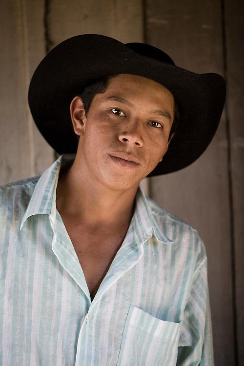 Aquidauana_MS, Brasil...Retrato de um boiadeiro da fazenda Rio Negro no Pantanal...A cowboy portrait, He works in Rio Negro farm in the Pantanal...Foto: JOAO MARCOS ROSA / NITRO