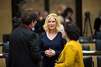 DEU, Deutschland, Germany, Berlin, 29.11.2019: Manuela Schwesig (SPD), Ministerpräsidentin von Mecklenburg-Vorpommern, im Gespräch mit Kolleginnen bei einer Sitzung im Bundesrat.